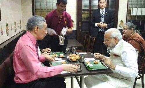 Modi_eating