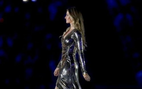 104877467_RIO_DE_JANEIRO_BRAZIL_-_AUGUST_05_Gisele_Bundchen_walks_on_the_stage_during_the_Opening_Ce-large_trans++AOoOfSxp2I32c8