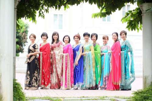 singapore-mps-in-saris